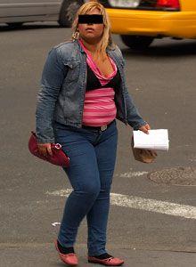 İnce bir kadın gibi giyinmek zorunda değilsiniz! Eğer vermeniz gereken bir hayli kilonuz varsa, kesinlikle kamufle edin!